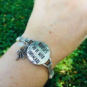 🆕 RN Nurse Boutique Bracelet Gift silvertone